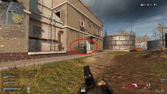На изображении выше показан один из членов команды, помечающий винтовку в здании через улицу - Warzone: связь - основы - руководство по Warzone